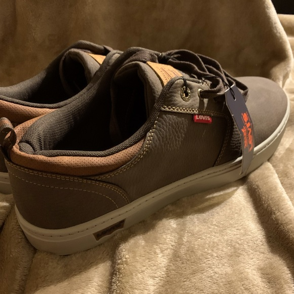 New Levi's men's casual or skate shoe .